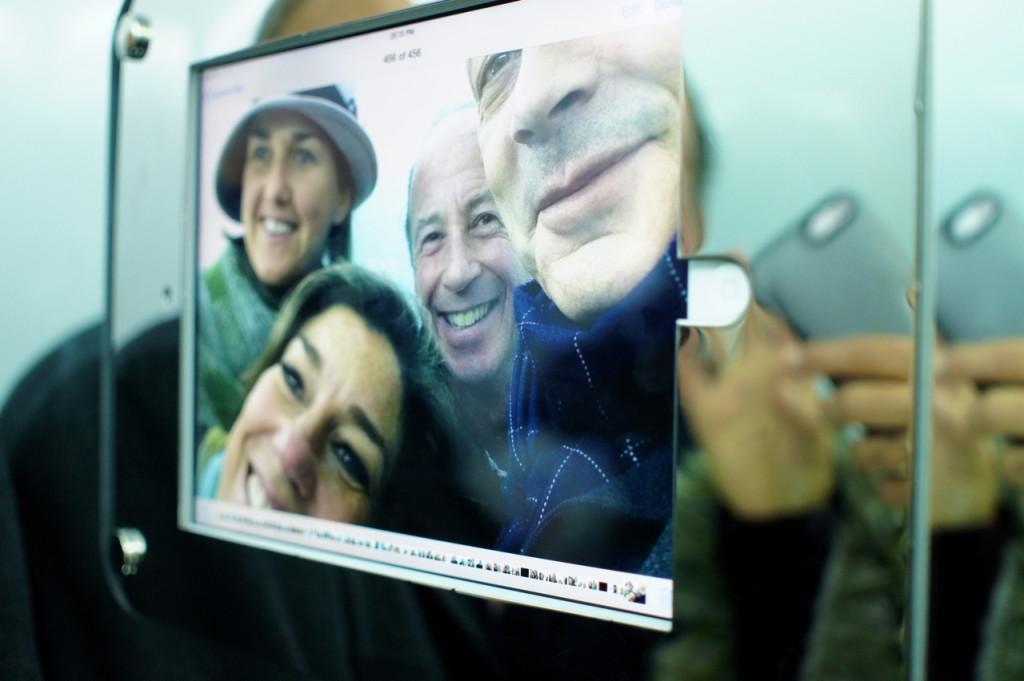 Subindo no elevador tem um iPad onde todo mundo tira fotos juntos!!!