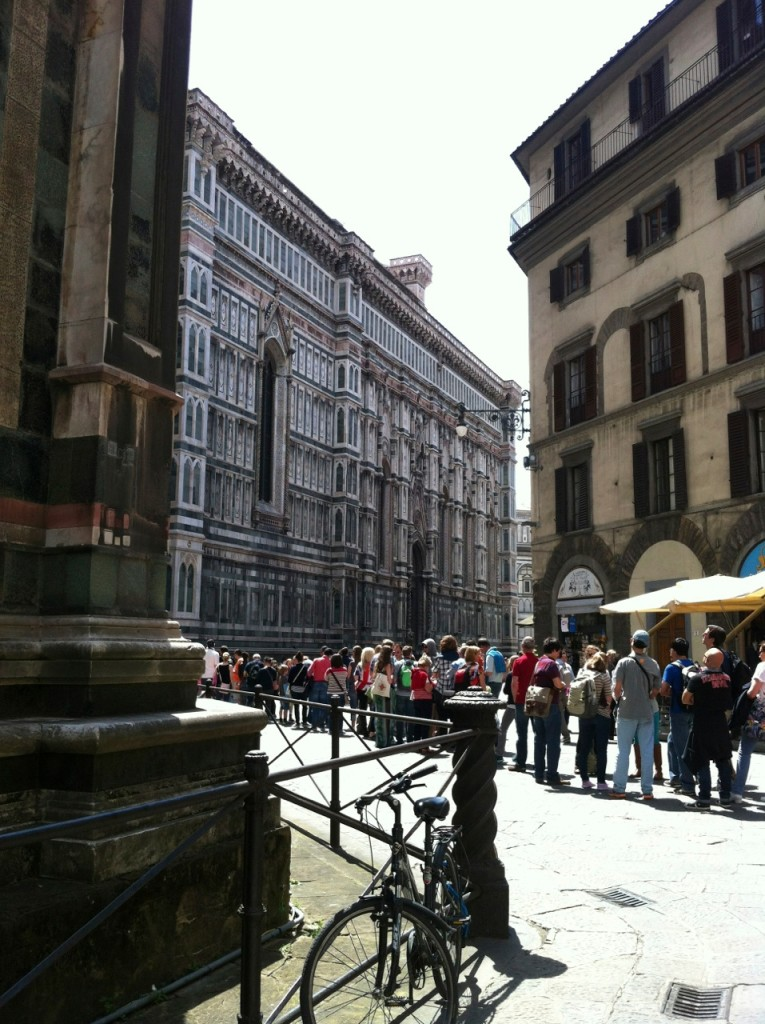Fila para subir na cúpola do Duomo.
