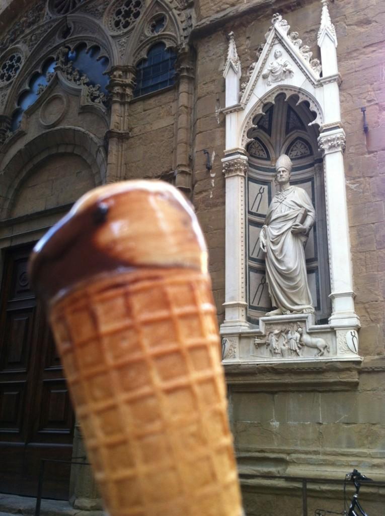 Gelato de marrom glace e chocolate, em frente a chiesa Orsanmichele