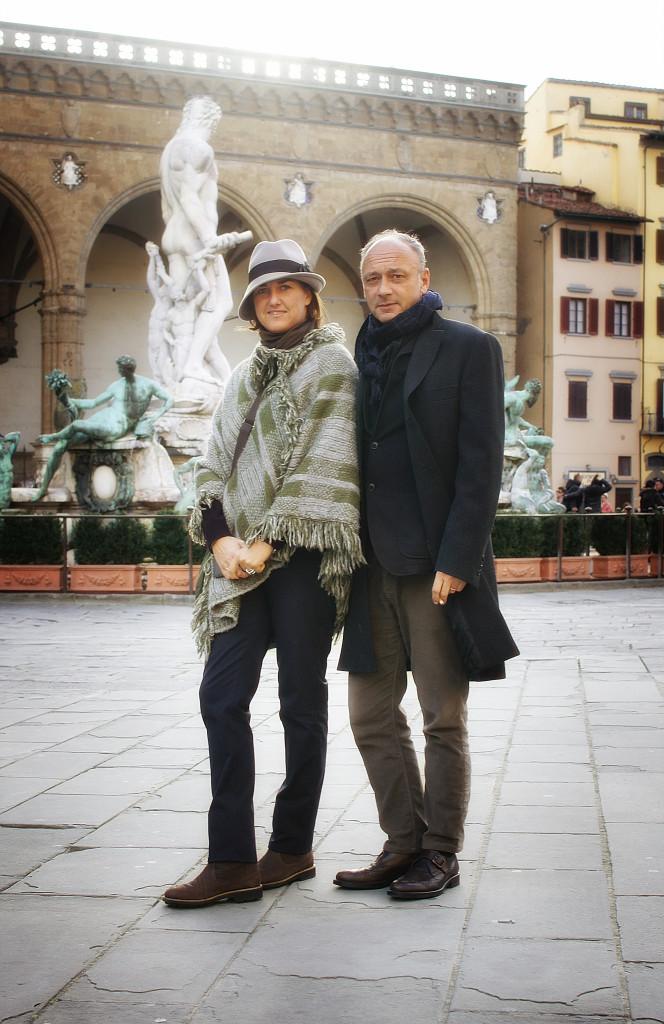Daria e Andrea na Piazza della Signoria em foto linda do Roberto Leone.
