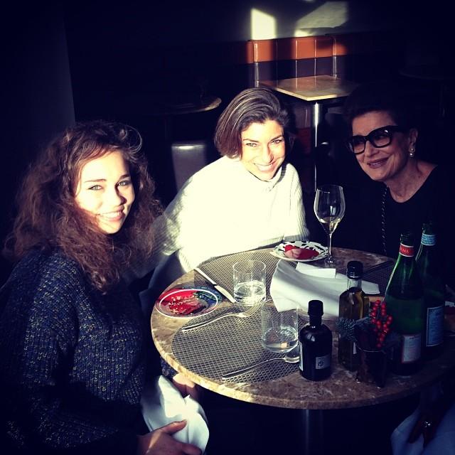 Lunch amongst the girls!!  Cosimo sempre ocupado com amigos... 3 gerações juntas!
