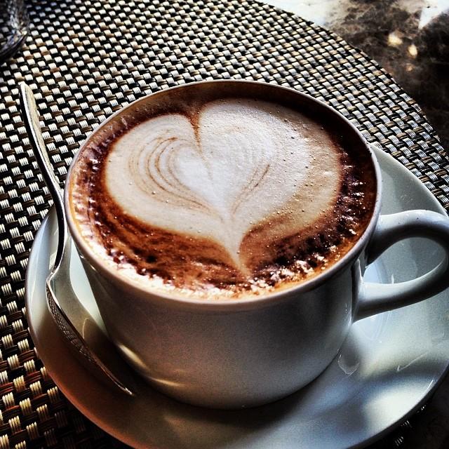 Não tem forma melhor de terminar um almoço para mim, porém saibam, que na Itália é considerado um faux pas tomar cappuccino a não ser no café da manhã, pois não ajuda a digestão... Eu sempre peço perdão alegando ser estrangeira, o que na verdade sou...