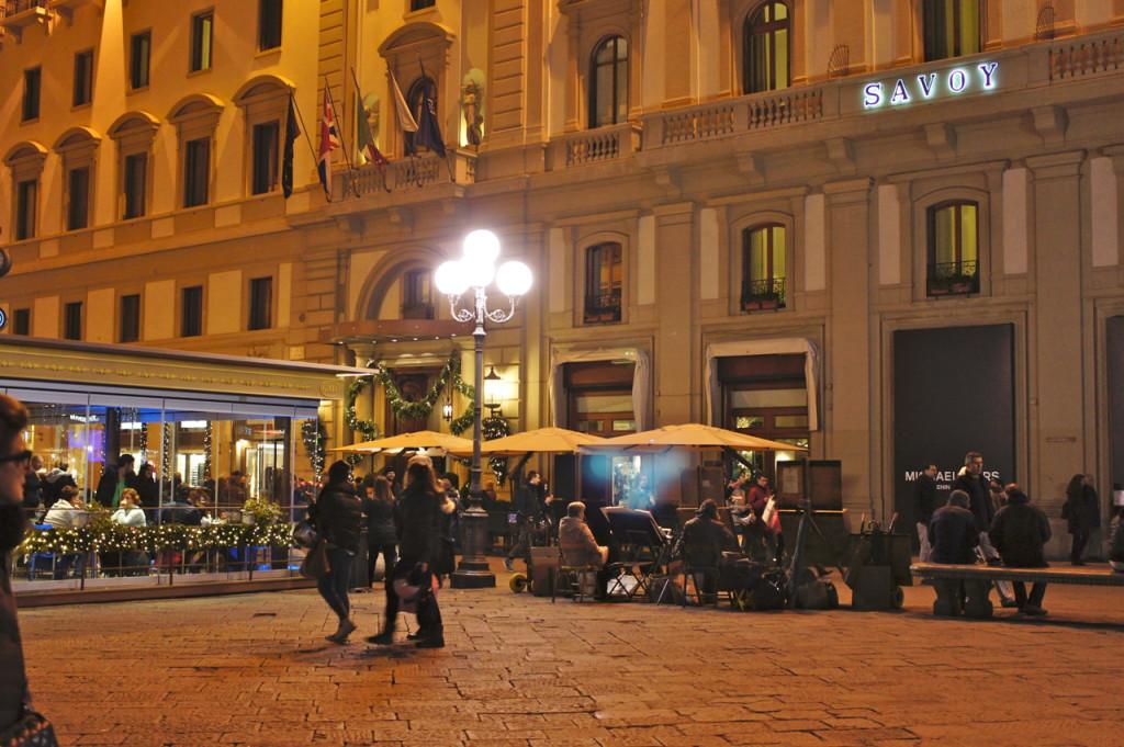 A vovó vai ficar no Savoy que fica bem no centrão de Florença. Costanza gosta de poder fazer tudo à pé.