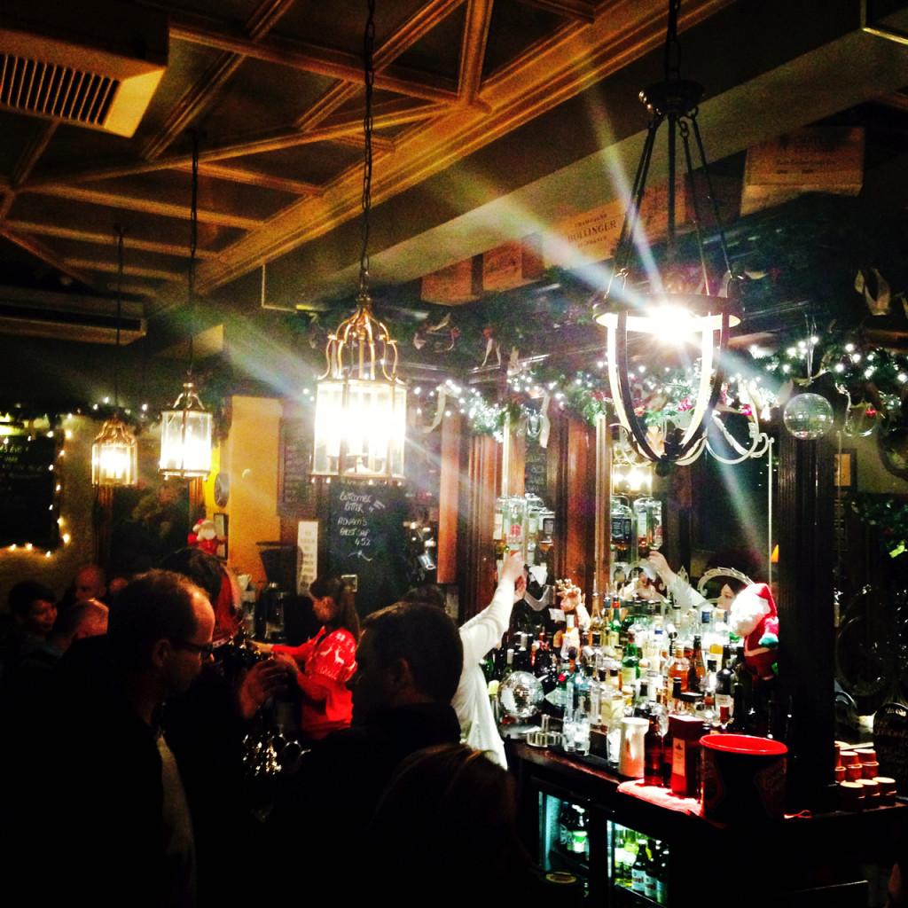 O Pub é o Scarsdale Tavern