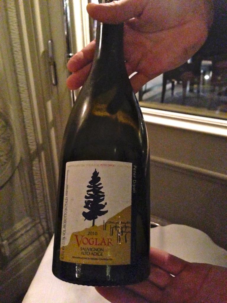 Encomendamos este Sauvignon, Voglar, do Alto Adige, Itália. Uma delícia!!!