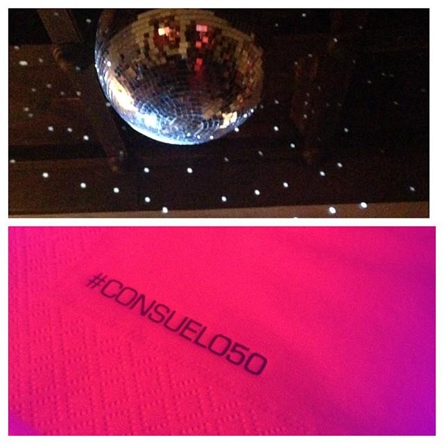 Mandei fazer o guardanapinhos do bar com o hashtag #consuelo50