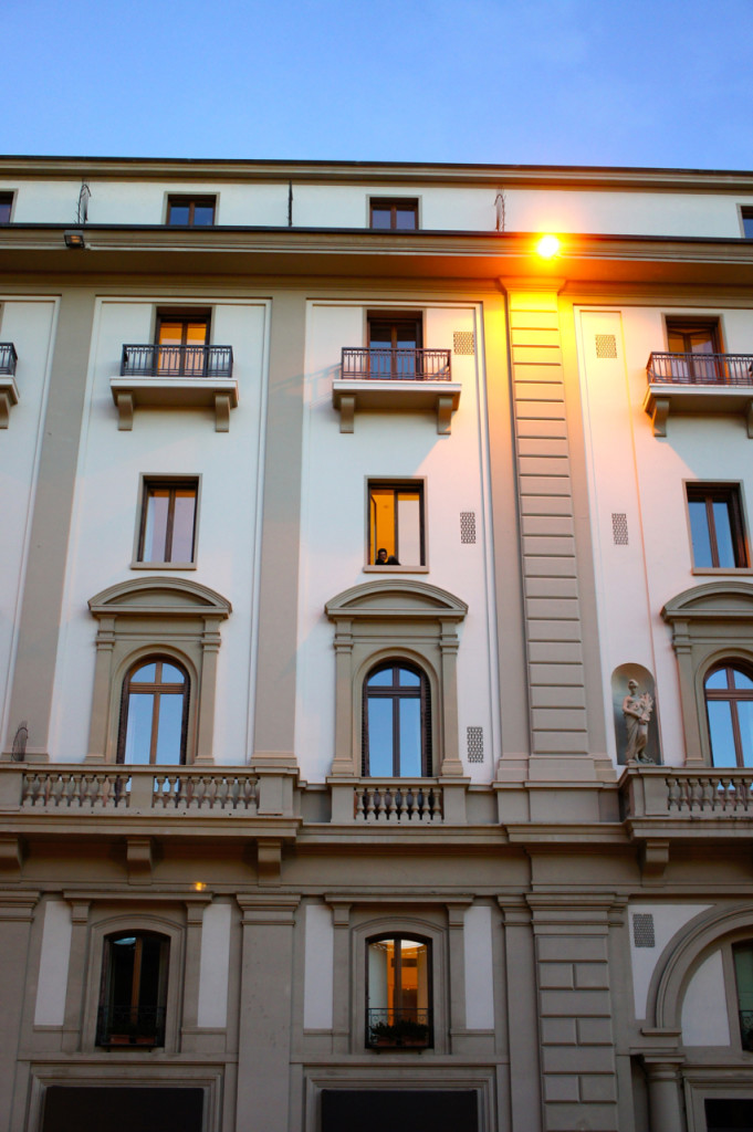 Passeando, passamos embaixo do hotel de minha mãe, o Savoy e liguei para ela...
