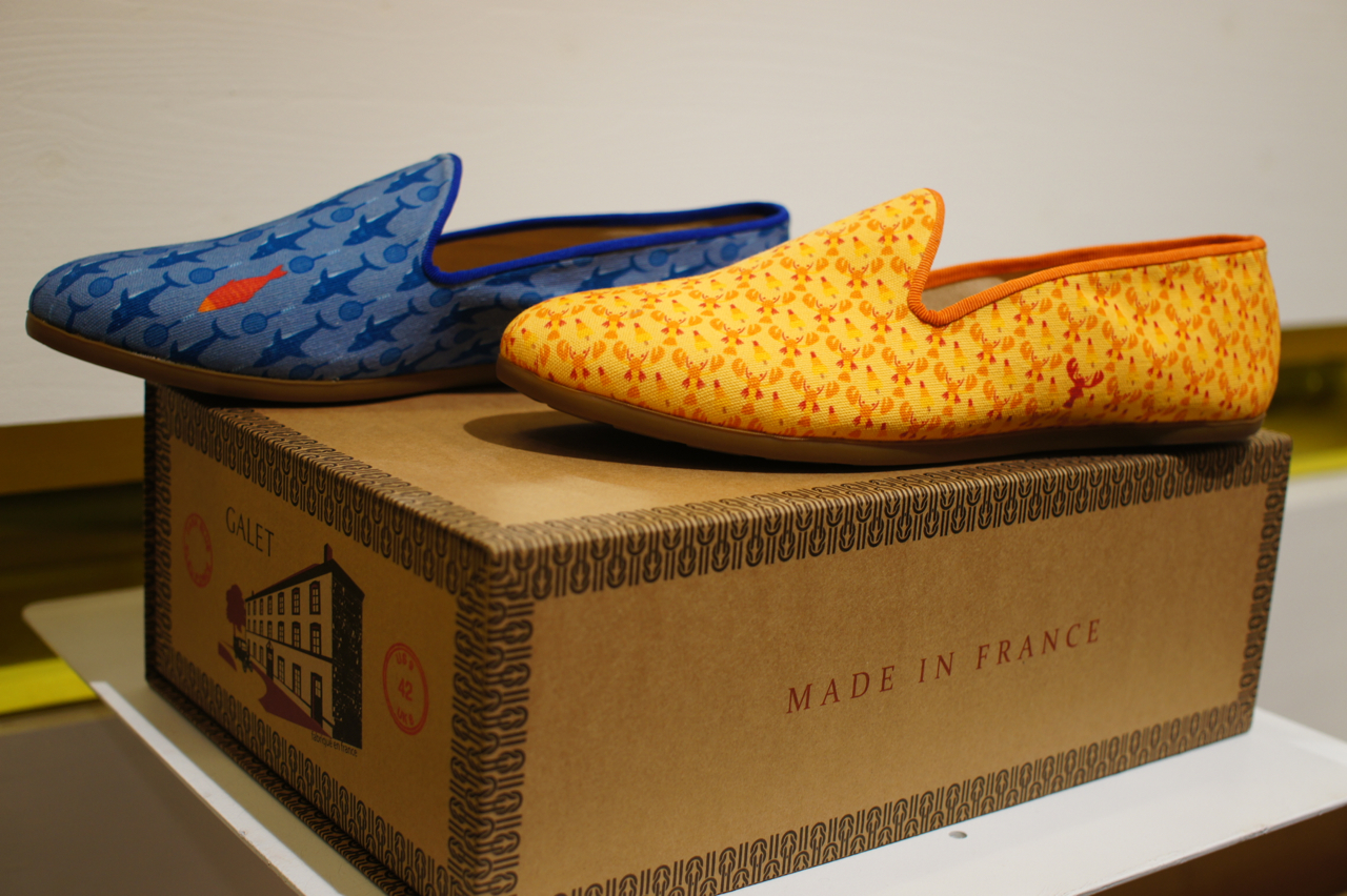 Vocês conseguem identificar a brincadeira no sapato amarelo?
