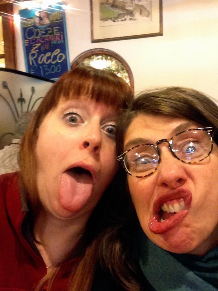 Irmãs roubando a minha câmera...