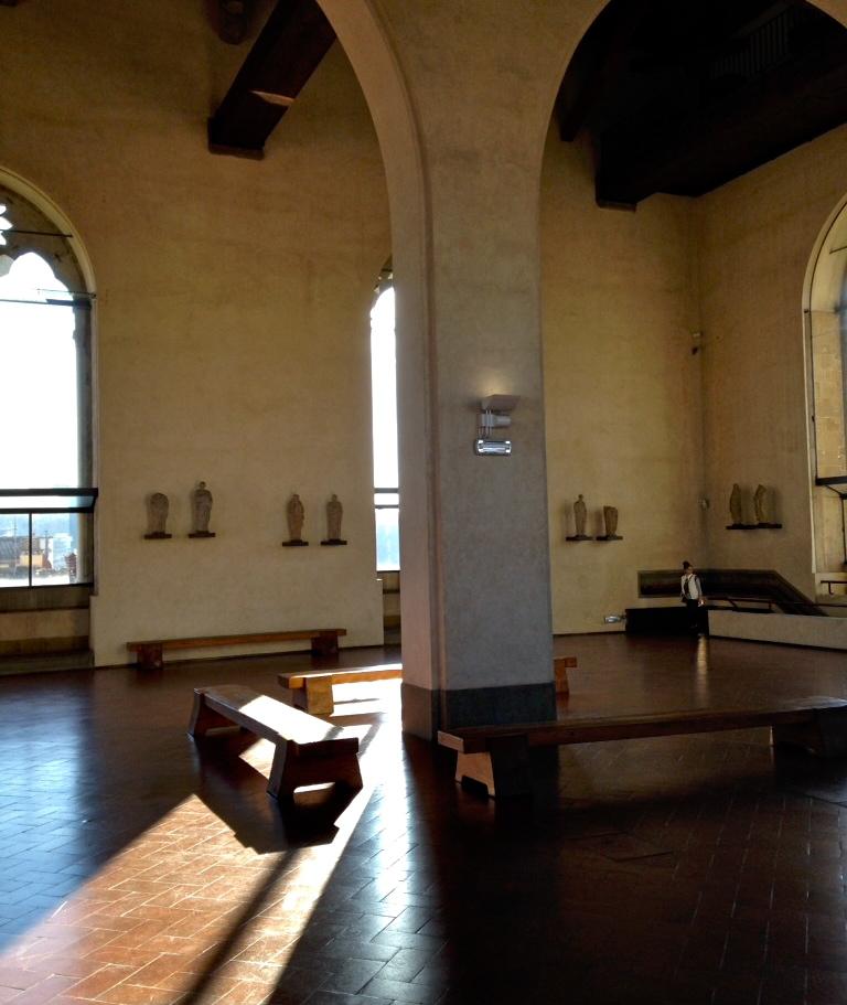 Absorver o maravilhoso silencio no deslumbrante espaço de Orsanmichele!