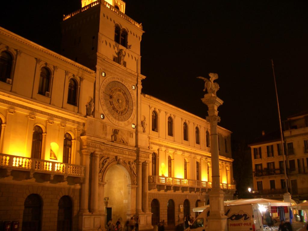 Esse lembra o da Praça São Marcos, em Veneza, mas estamos em PÁDUA!