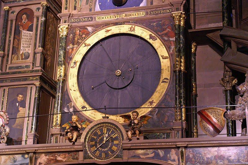 Detalhe dos signos nesse que é considerado o maior órgão do mundo: o da catedral de Strasburgo.
