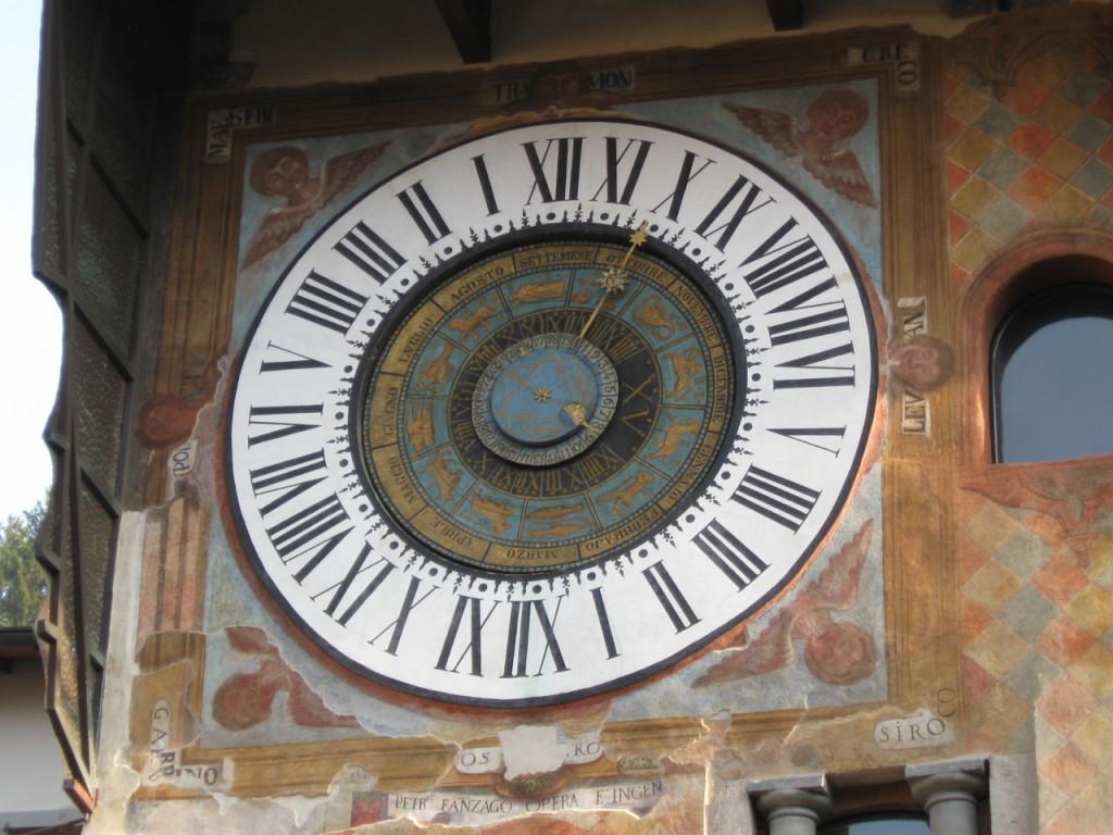 Confiram os detalhes do zodíaco em Bérgamo.
