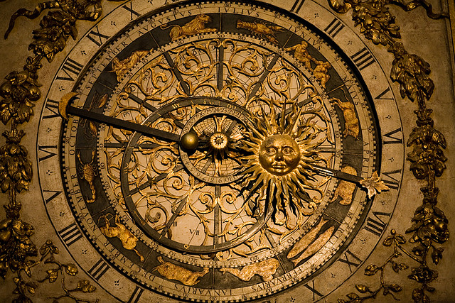 UAU!!! Detalhe do relógio zodiacal no interior da Catedral de St. Jean, em Lyon (França).