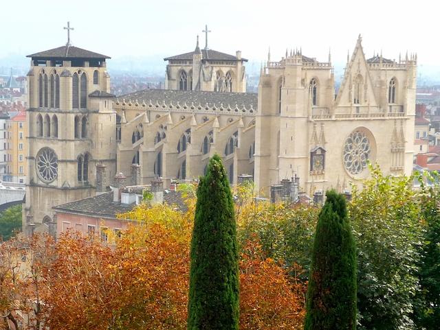 Ainda na França, (no canto superior esquerdo) o da Catedral de St. Jean Baptiste– Lyon.