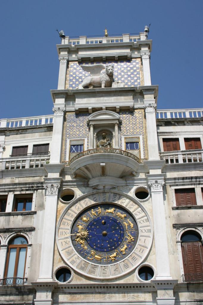 """Essa é a """"Torre Dell'Orologio a Padova"""", em Veneza."""