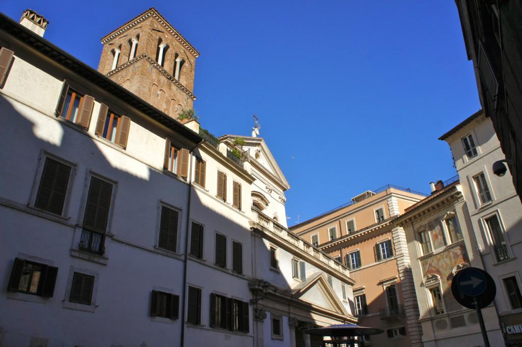 Fica na Piazza Sant'Eustachio onde existe uma igreja com a cabeça e um veado com cornos.  Ninguém quer casar aqui por achar que traz má sorte! Rssss!