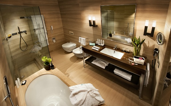 Nosso hotel em Milão Hotel Cavour # Banheiro Com Banheira E Televisao