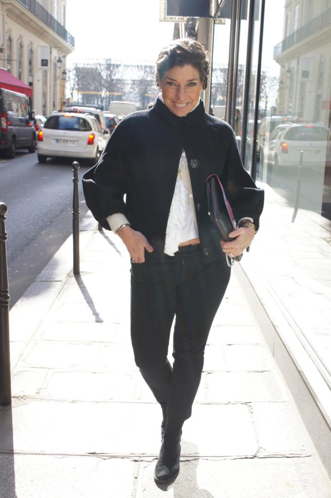 Jaqueta Prada, camiseta Comme des Garçons, calça Banana Republic, bota Andreoni Firenze, bracelete Lygia Durand e bolsa Paula Cademartori