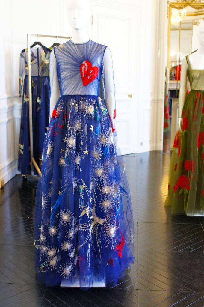O vestido com inspiração nas peças de Giosetta Fioroni.