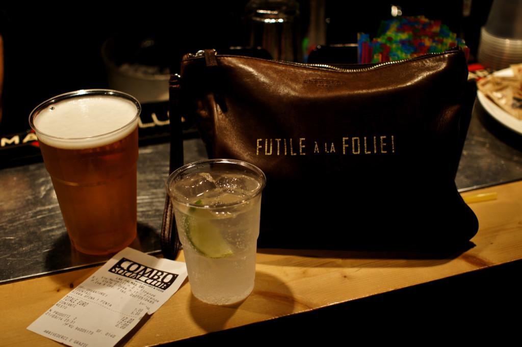 """A minha """"trousse"""" Chez Dédé: Futile à la Follie! Vocês viram que a Chez Dédé agora tem vendas online no site deles? Esta bolsa está lá! Acho linda, ironica e prática para a noite."""