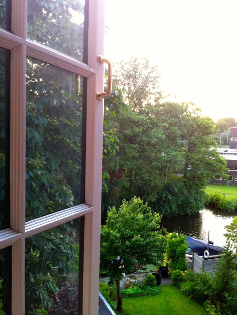 Da janela lateral do quarto de dormir