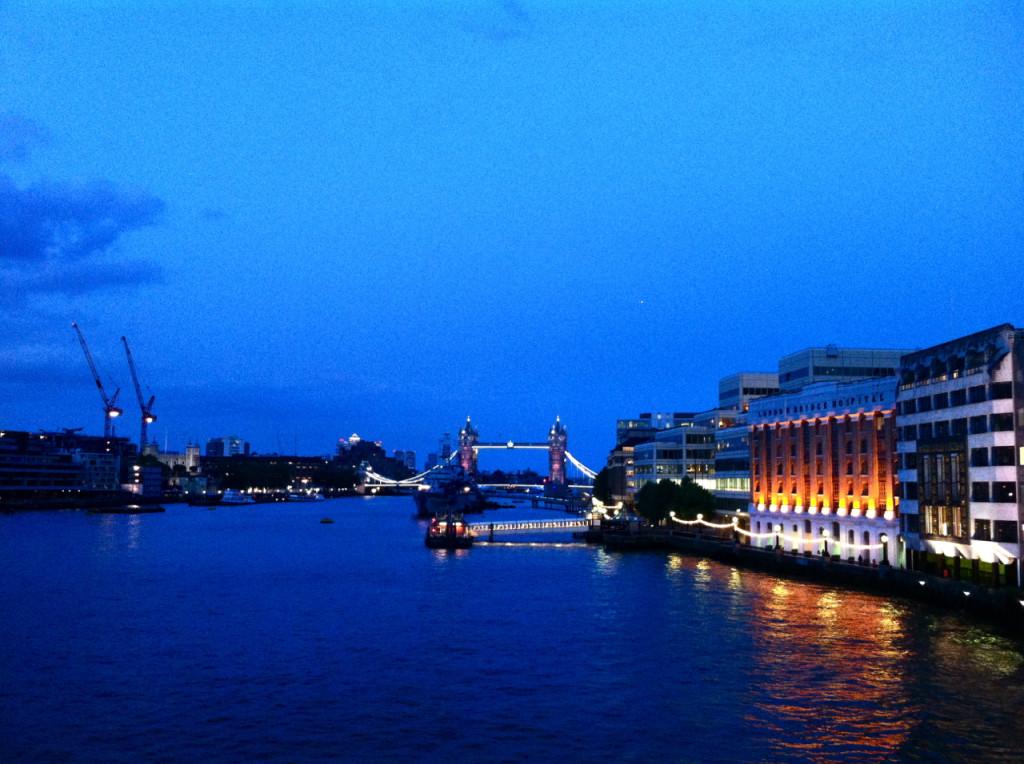 Não canso de ir até lá e nem de olhar a London Bridge