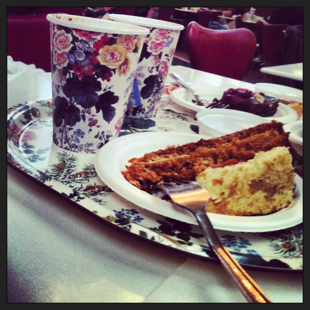 Nem que seja uma passadinha, não deixo de ir ao V&A. Mesmo se for só para tomar um chá com bolo