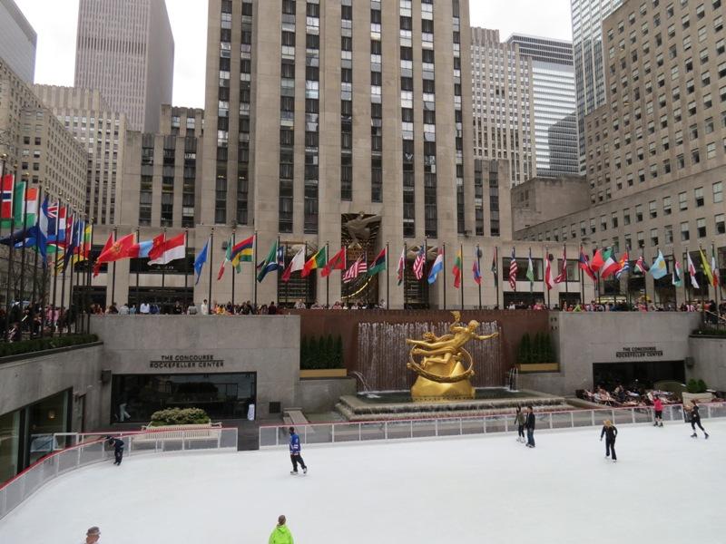 Prometeu, em frente ao Rockefeller Center.