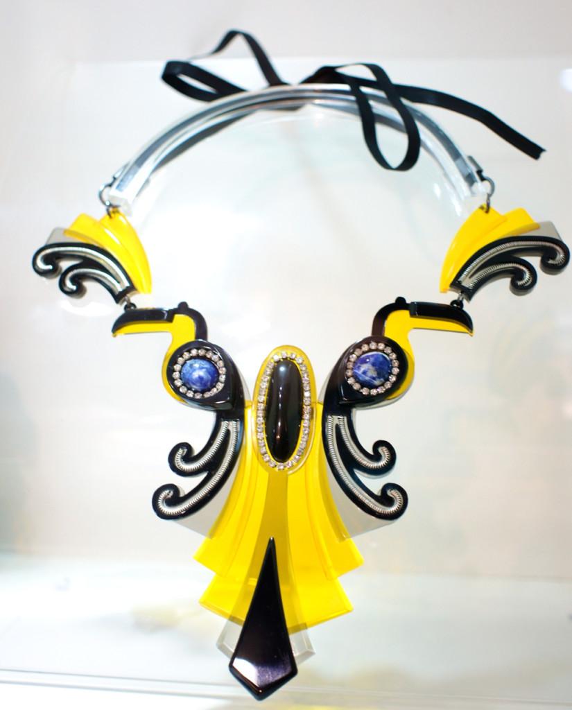 Estão vendo os tucanos nesta peça de inspiração art nouveau?...