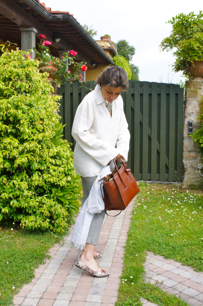 AMEI essa bolsa que é suuuuper cômoda com um monte de compartimentos, grande mas não gigante, estiolas e combina com tuuuudo!