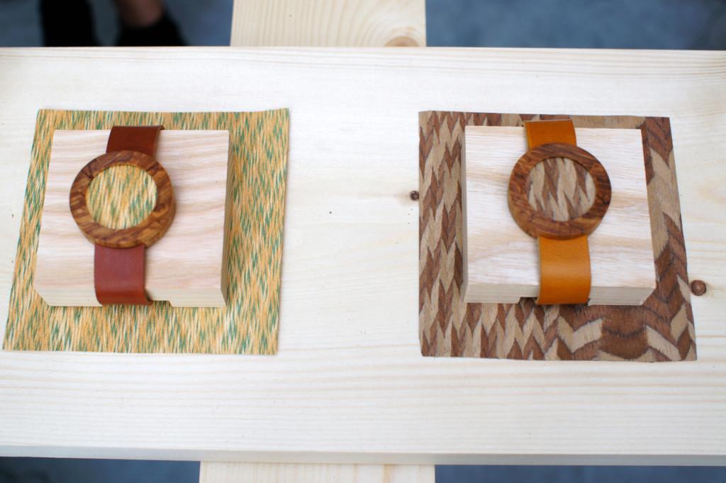 As partes com textura são pedaços descartados no uso de móveis de madeira dos anos 80.