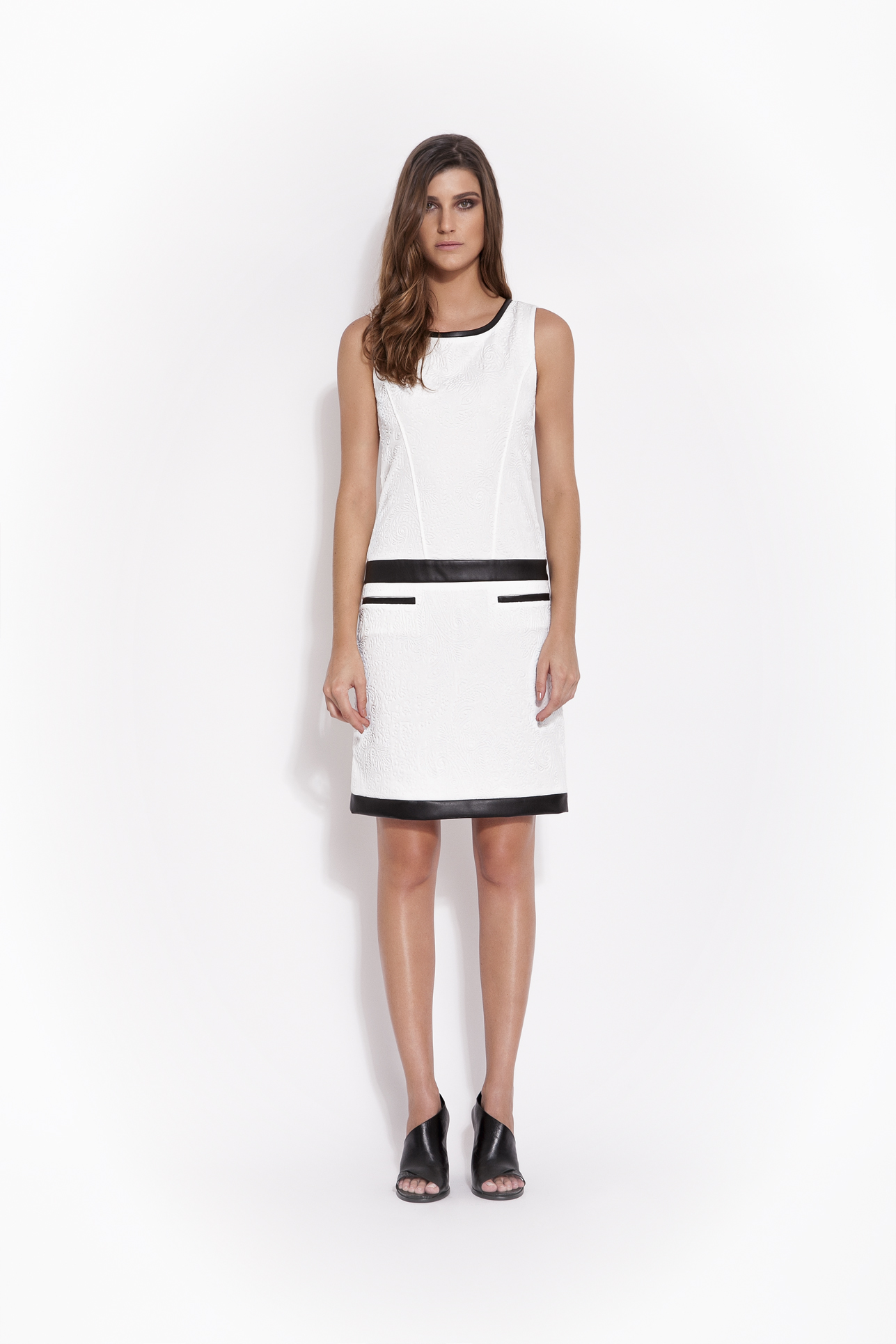 Como usar preto e branco? Alcaçuz mostra com a sua coleção de Inverno 2014