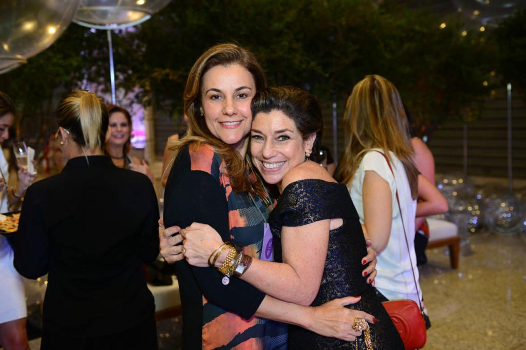 A querida Marilú da FIEMG também veio me dar um abraço!! Ela faz tudo acontecer por aqui!