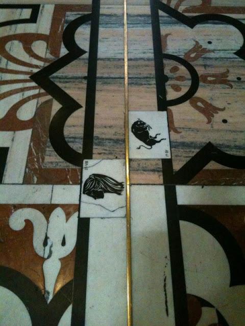 Aqui, temos os signos de Touro e Virgem no interior da Duomo de Milão.
