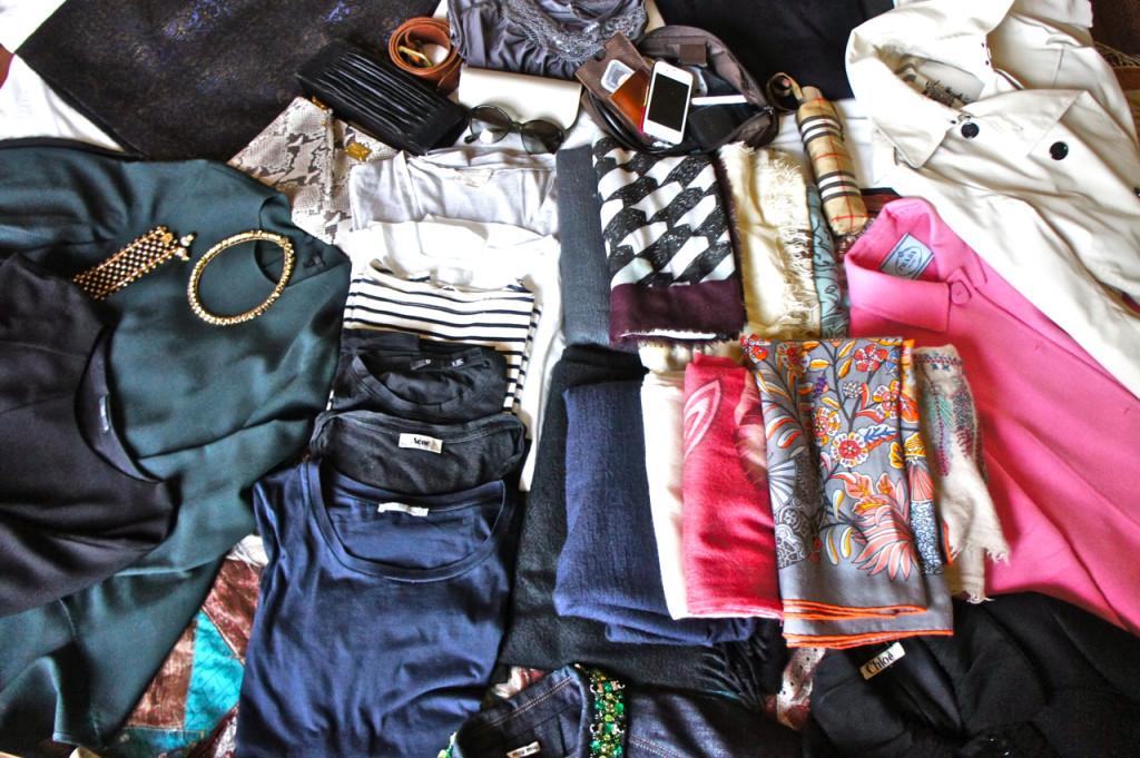 Várias camisetas de manga curta para o Brasil e trilhões de pashminas de lã, cashmere e de algodão, dependendo da temperatura.