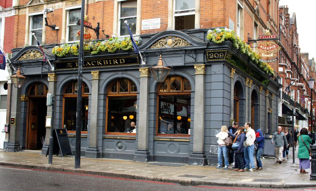 As flores e pubs são tão lindos em Londres!!