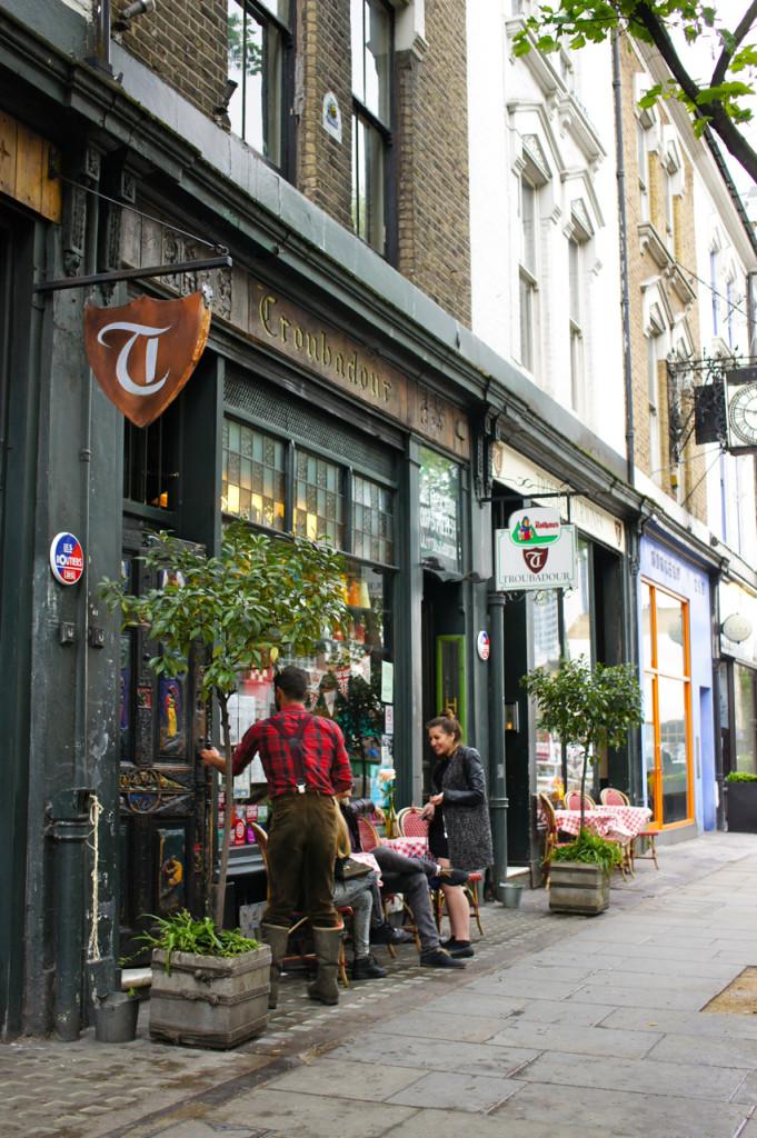Adoro este bar/pub, Troubadour!