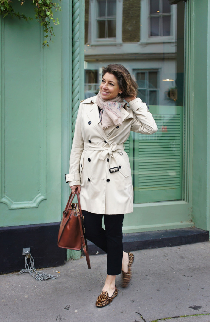 Very british com o trench coat da Allegra!! ;-)