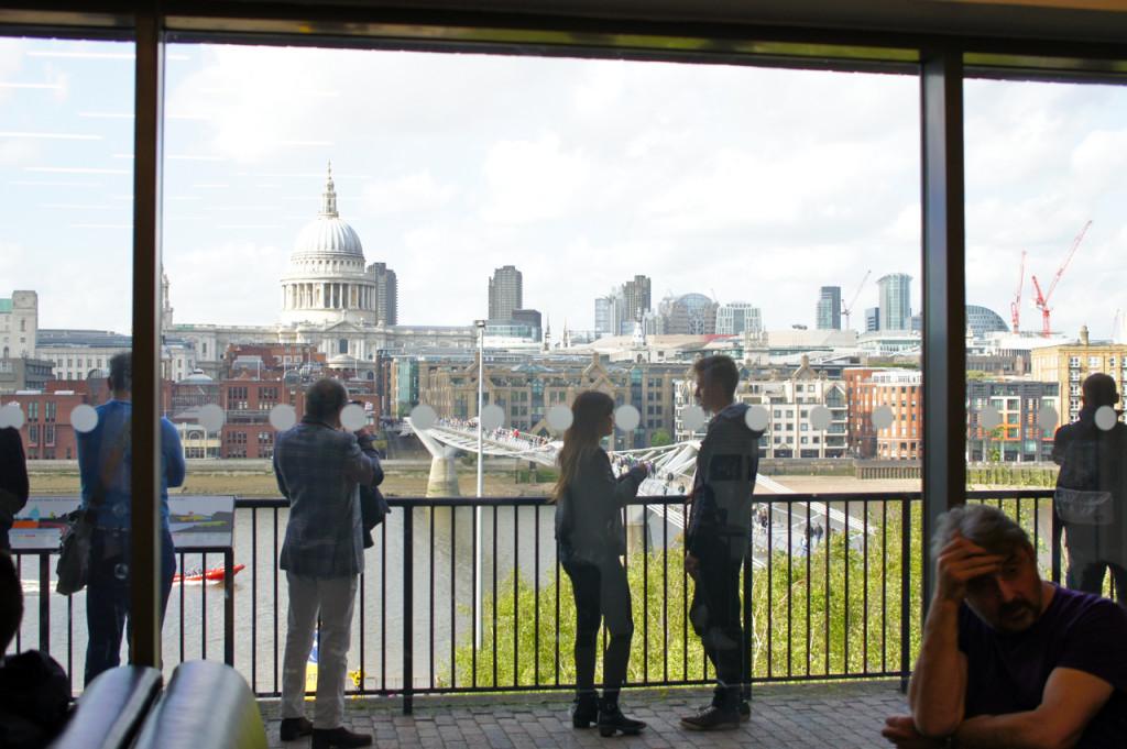 Este terraço do museu tem uma vista da cidade maravilhosa!!...