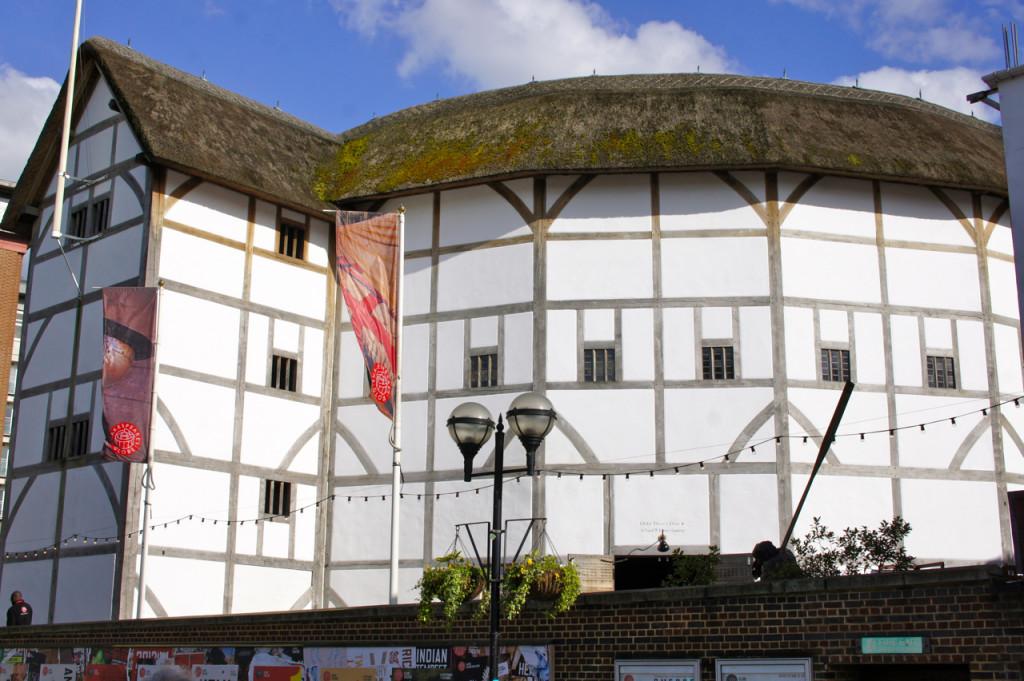 Antes do mercado passa-se na frente do Globe Theatre onde Shakespear mostrava suas peças!