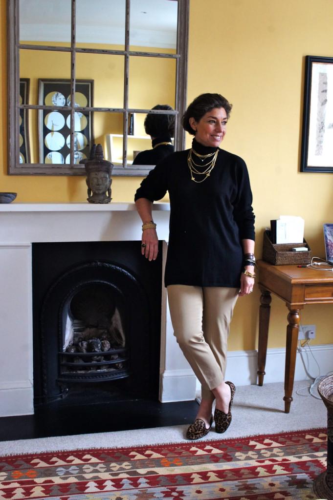 O look para um dia frio e chuvoso...suéter de cashmere BP Studio, calça Banana Republic, sapato Pretty Loafers. Jóias H.Stern