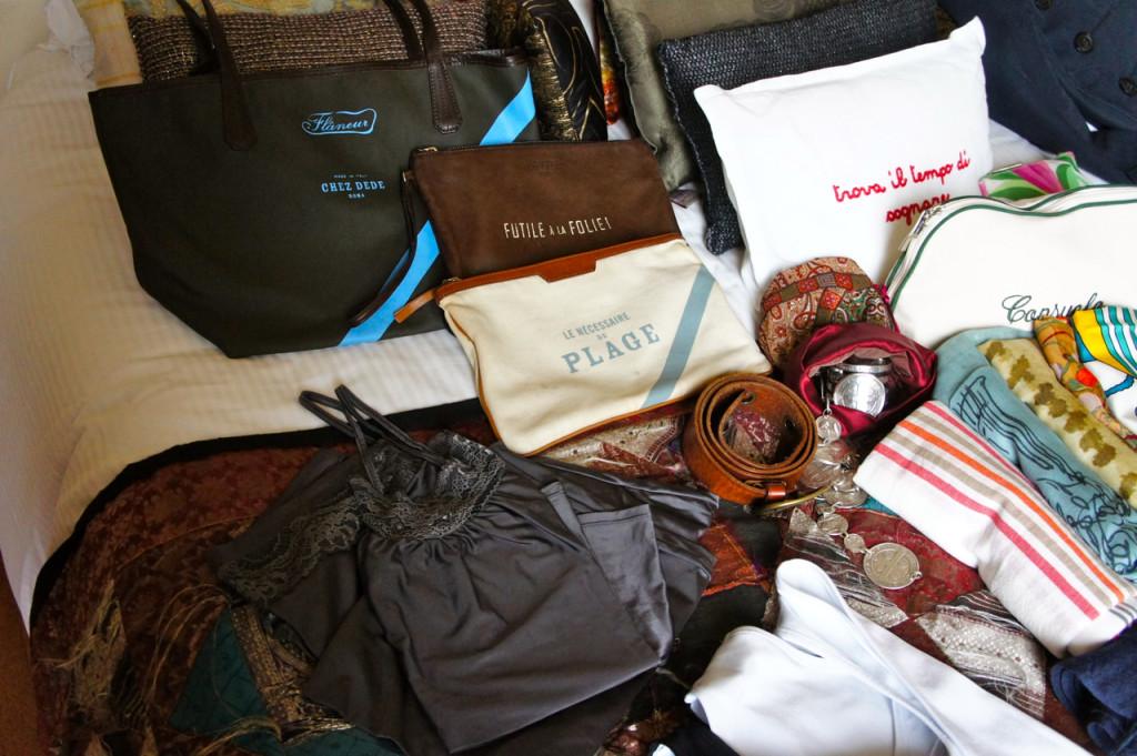 Acessórios: colares de prata da Lygia Durand e clutches e bolsa da Chez Dédé