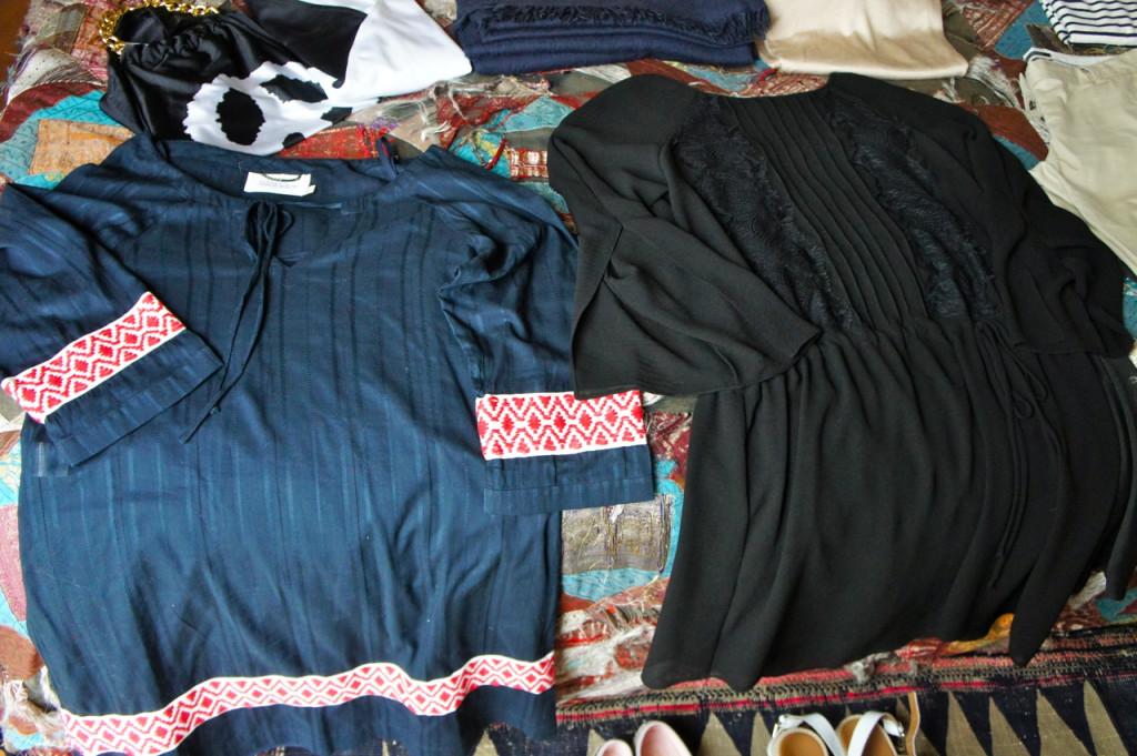 2 vestidos, um como saída de banho e o outro para a noite no restaurante.