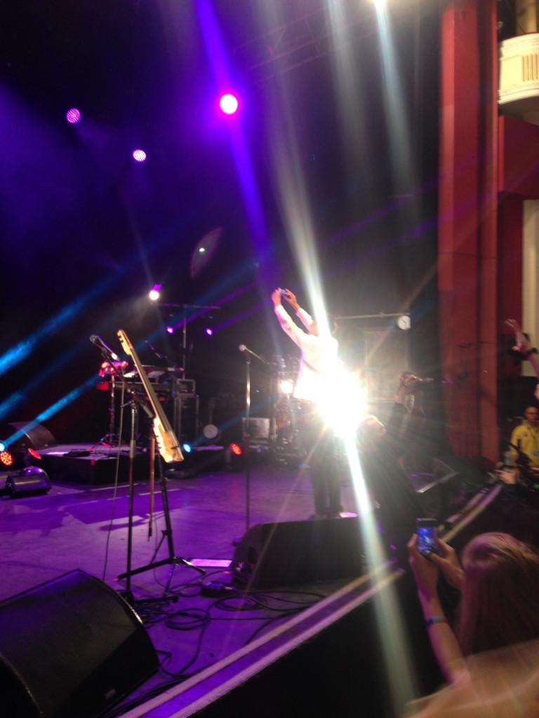 No final, selfie de Milan e todo mundo foi embora.  Entendemos que este era só o aquecimento para o resto da noite.  O concerto começou às 9:30, acabou às 10:20 com um bis.  Ninguém reclamou.  Todo mundo, alegre e animado, saíram para a próxima etapa da night!