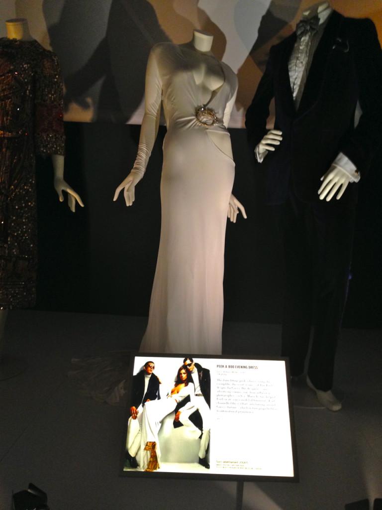 Gucci by Tom Ford.  Este vestido teve inspiração em uma cadeira dos Eames.  É um dos meus favoritos, ever!