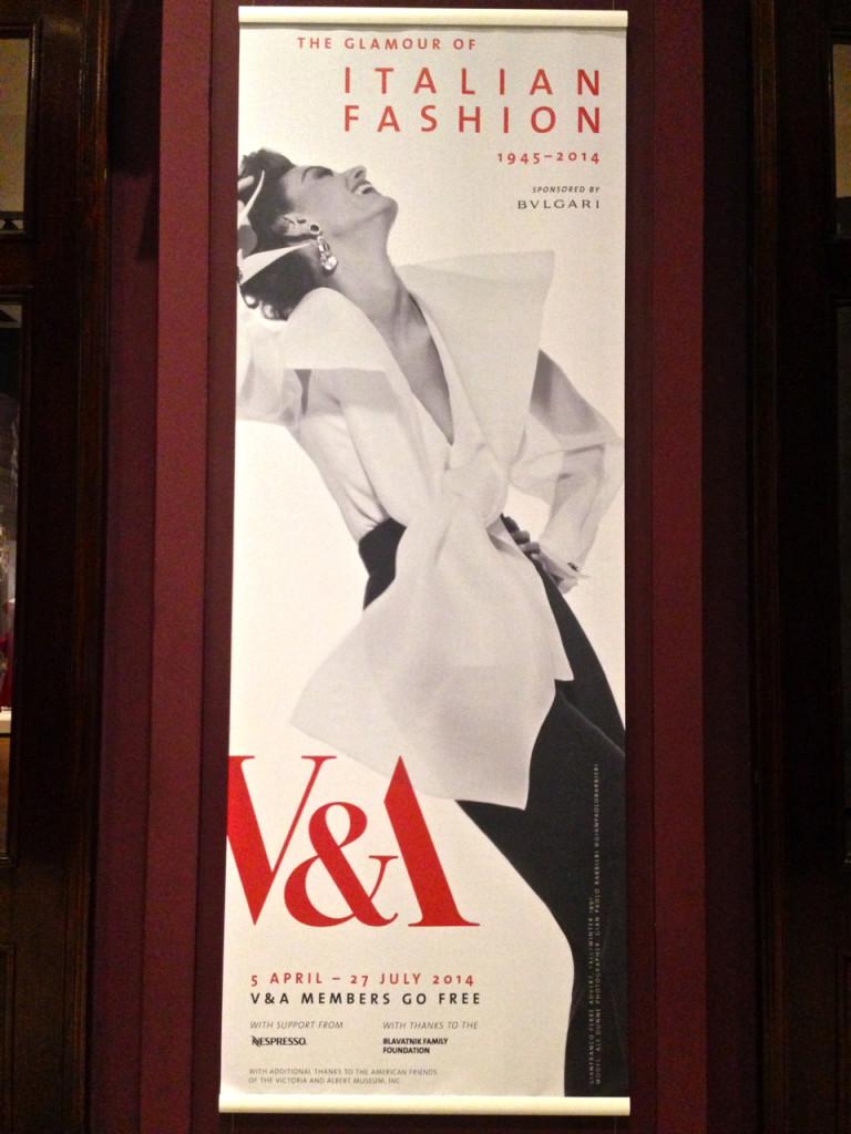A expo da moda italiana pós segunda guerra mundial explica como as condições foram perfeitas para o desenvolvimento do Made in Italy que chega ao seu auge nos anos 90.