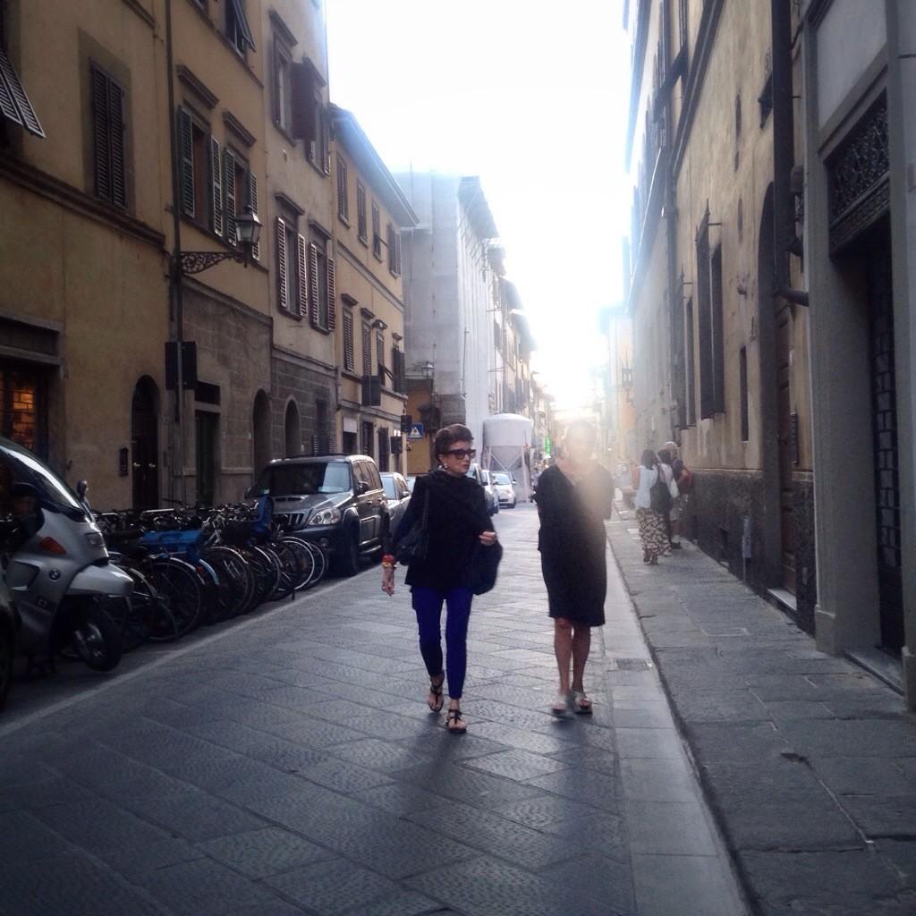 Costanza e Marilu no oltrarno de Florença