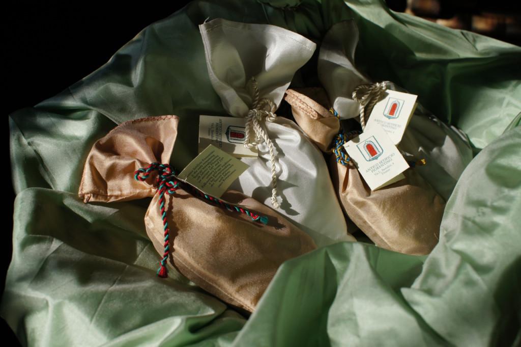 O saquinhos com tecido do ASF e pot-pourri da Farmacia Santa Maria Novella. Duas maravilhas Fiorentinas!