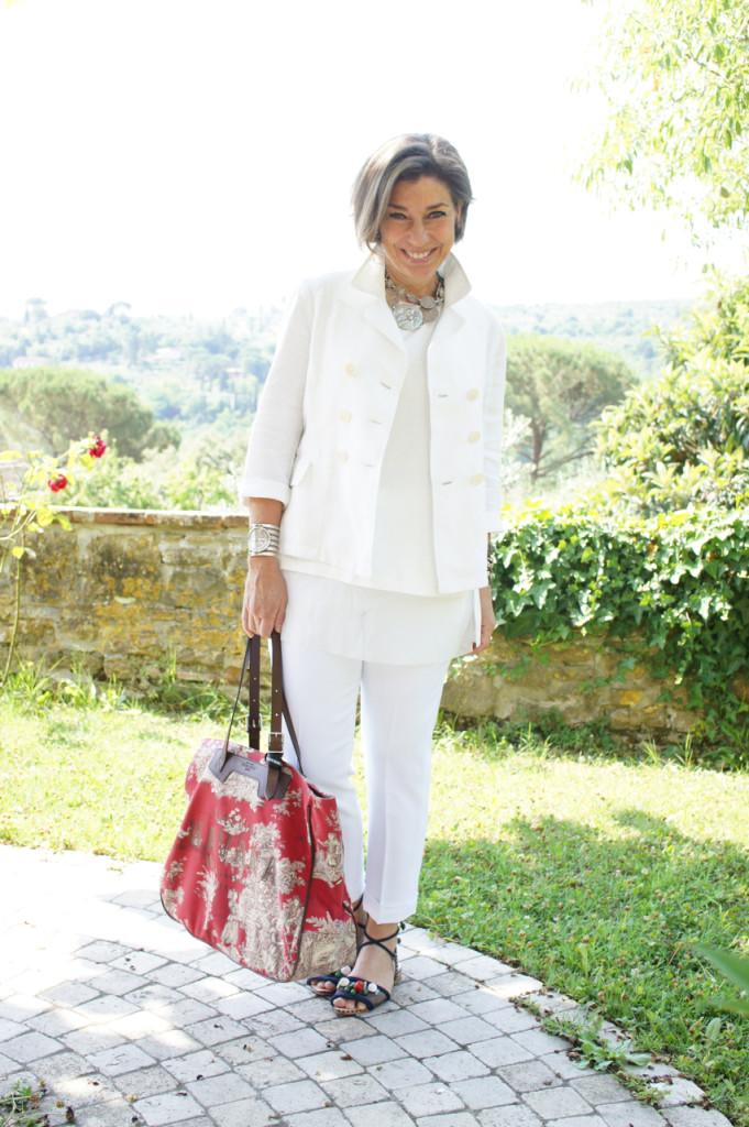 Look do dia, toda em branco com cor só na sandália Lane Marinho e bolsa Chez Dédé!